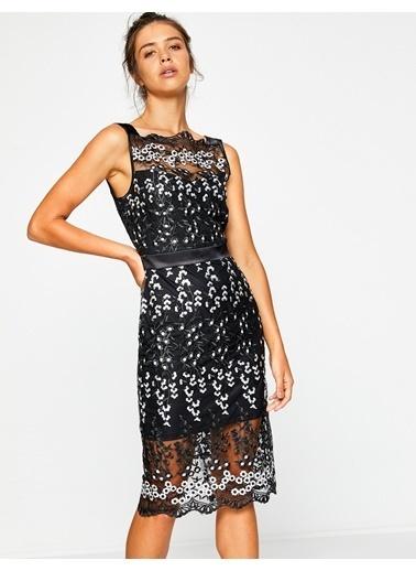 Koton Kolsuz Çiçek Desenli Elbise Siyah